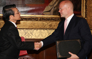Japan's Ambassador to the UK Keiichi Hayashi and UK Foreign Minister William Hague, 4 July 2013